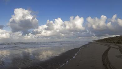 Zandwand opgeworpen op het strand van Wijk aan Zee (Foto: Wim Meijer Fotografie)