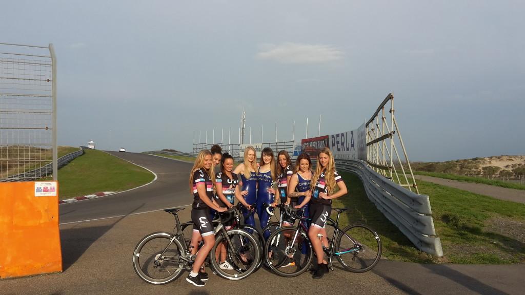 Grid Girls In Actie Voor Fight Cancer Zandvoort