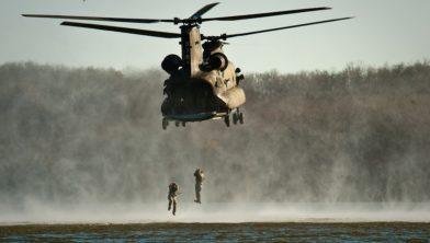 De luchtmacht en landmacht oefenen