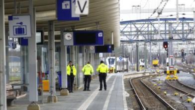 De politie geeft nog geen nadere mededelingen wat er op station Zwolle aan de hand was.