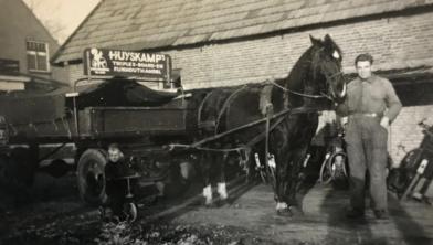 Het al weer 125 jaar geleden dat Herman Huyskamp zich als 'Houtkooper'.