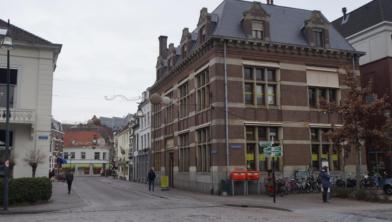 Het voormalige politiebureau aan de Luttekestraat