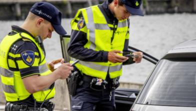 Politie controleert in Zwolle