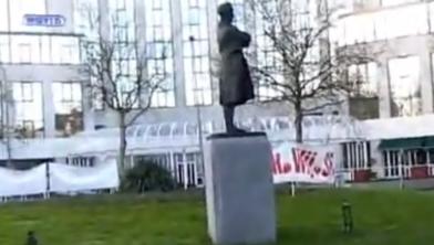 Het beeld van staatsman Johan Rudolph Thorbecke wordt tijdelijk verplaatst
