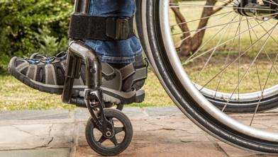 Mensen met een handicap krijgen hulp in het Openbaar Verover