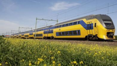 Het trein- en autoverkeer heeft morgen last van stakingsacties