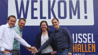 Het startsein voor de organisatie van RZCLive! is gegeven door Toni Denneboom (IJsselhallen), Jurgen Pietersen (Box Events), Kimberley Drost (RegioLokaal), Bas de Bruin (Box Events)