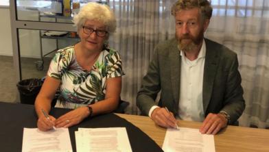 Pien van der Does, directeur gemeente Zwolle en Johan Willem ter Horst, directeur Heijmans