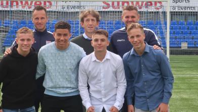 Technisch Manager Mike Willems tussen de nieuwe Zwolse talenten