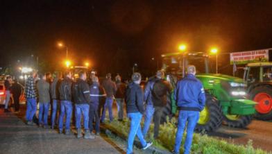 Protesterende boeren richting Zwolle onderweg naar Den Haag