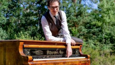 Pianist Wouter Harbers speelt in De Broeren