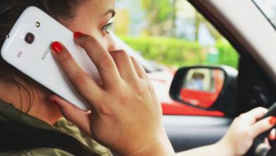 Niet handsfee bellen in de auto valt onder hufterig gedrag