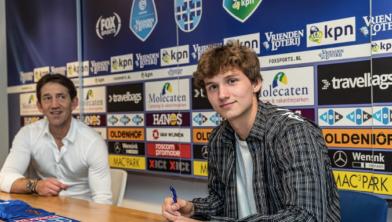 Het moment waar Rav van den Berg naar uitkeek: het tekenen van het contract