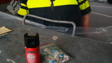 Politie toont in beslag genomen goederen