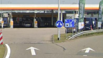 De man scheurde langs tankstation Dekkersland