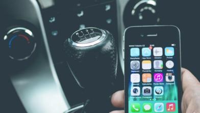 Slimme camera's registeren telefoongebruik in de auto
