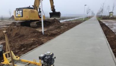 Het fietspad van gerecycled beton