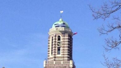De vlag op de Peperbus is het sobere hoogtepunt van Koningsdag