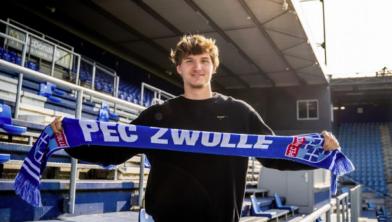 Rav van den Berg blijft voorlopig voor PEC Zwolle spelen
