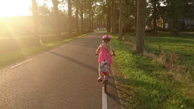 Kinderen moeten op jonge leeftijd al leren fietsen