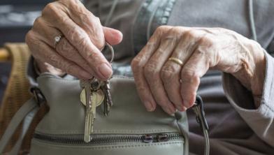 Hoe kunnen ouderen langer zelfstandig blijven, dat kan met zorg in de wijk