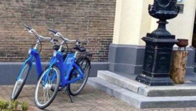 De twee gestolen fietsen bij de Librije