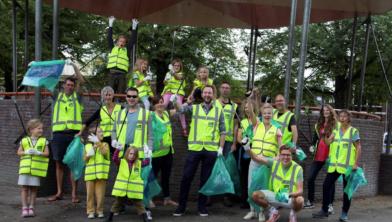 Bewoners steken maandelijks de handen uit de mouwen om hun wijk Assendorp schoon te maken
