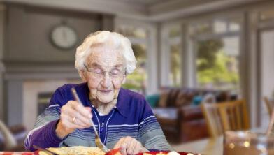 Oma aan de pannenkoek