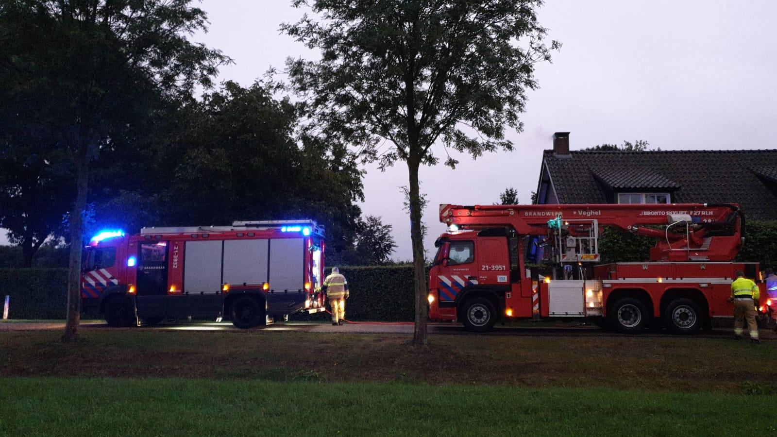 Brandweer in actie voor schoorsteenbrand in Veghel.
