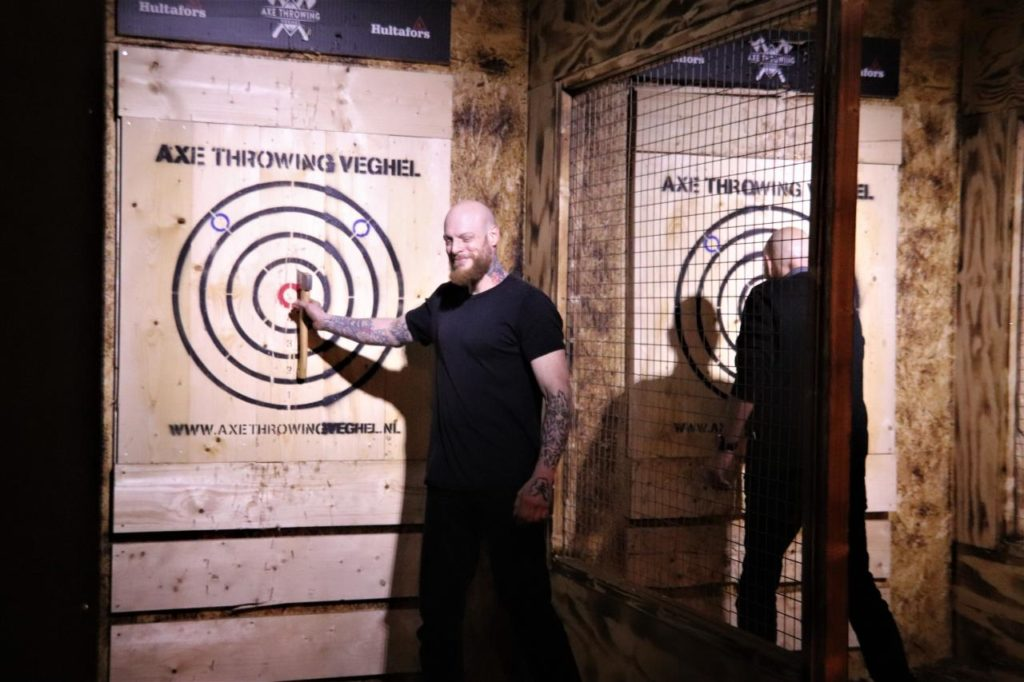 Axe Throwing 02