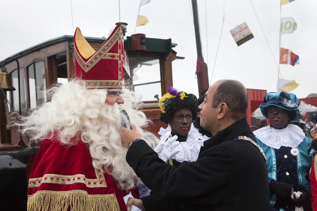 Sint toegesproken door plaatsvervangend burgemeester Freek Ossel (Foto: Wim Meijer Fotografie)