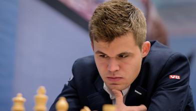 Wereldkampioen Magnus Carlsen tijdens het Tata Steel Chess Tournament 2015