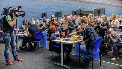 TV2 volgt Magnus Carlsen tijdens het Tata Steel Chess Tournament 2015.