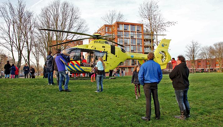 Vrouw zwaar gewond na aanrijding, Zeppelinstraat in Beverwijk