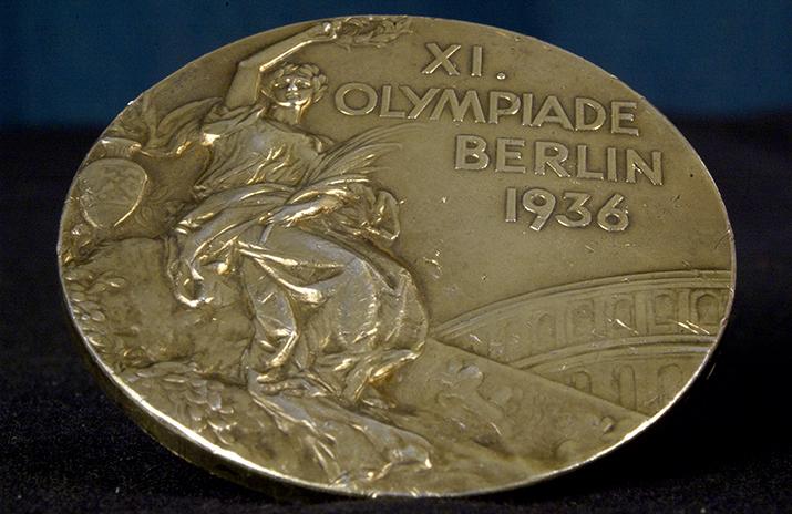4x Olympisch Goud geen reden voor Roosevelt om Jesse Owens te ontvangen op het bordes van het Witte Huis, zoals wel alle blanke atleten (foto: Wikipedia)