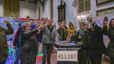 de 'crew' van Radio Beverwijk tijdens de bekendmaking van de eindstand in 2018