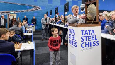 Burgemeester Martijn Smit opent de 8e speelronde Tata Steel Chess.