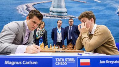 Carlsen 71 zetten strijden voor vol punt tegen Jan-Krzysztof Duda