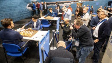 Alle aandacht gericht op de openingspartij tussen Magnus Carlsen en Anish Giri