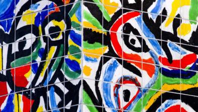 Detail van De Zuil van Lucebert voor het RKZ