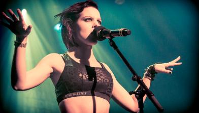 Singer-songwriter LAKSHMI staat op 5 juli op het podium.