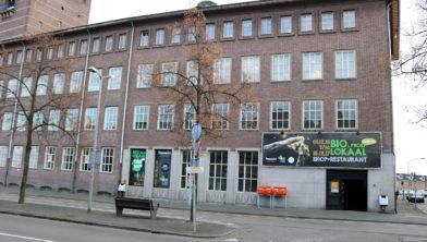 Het oude postkantoor van Breda omgedoopt tot het Bio Proeflokaal.