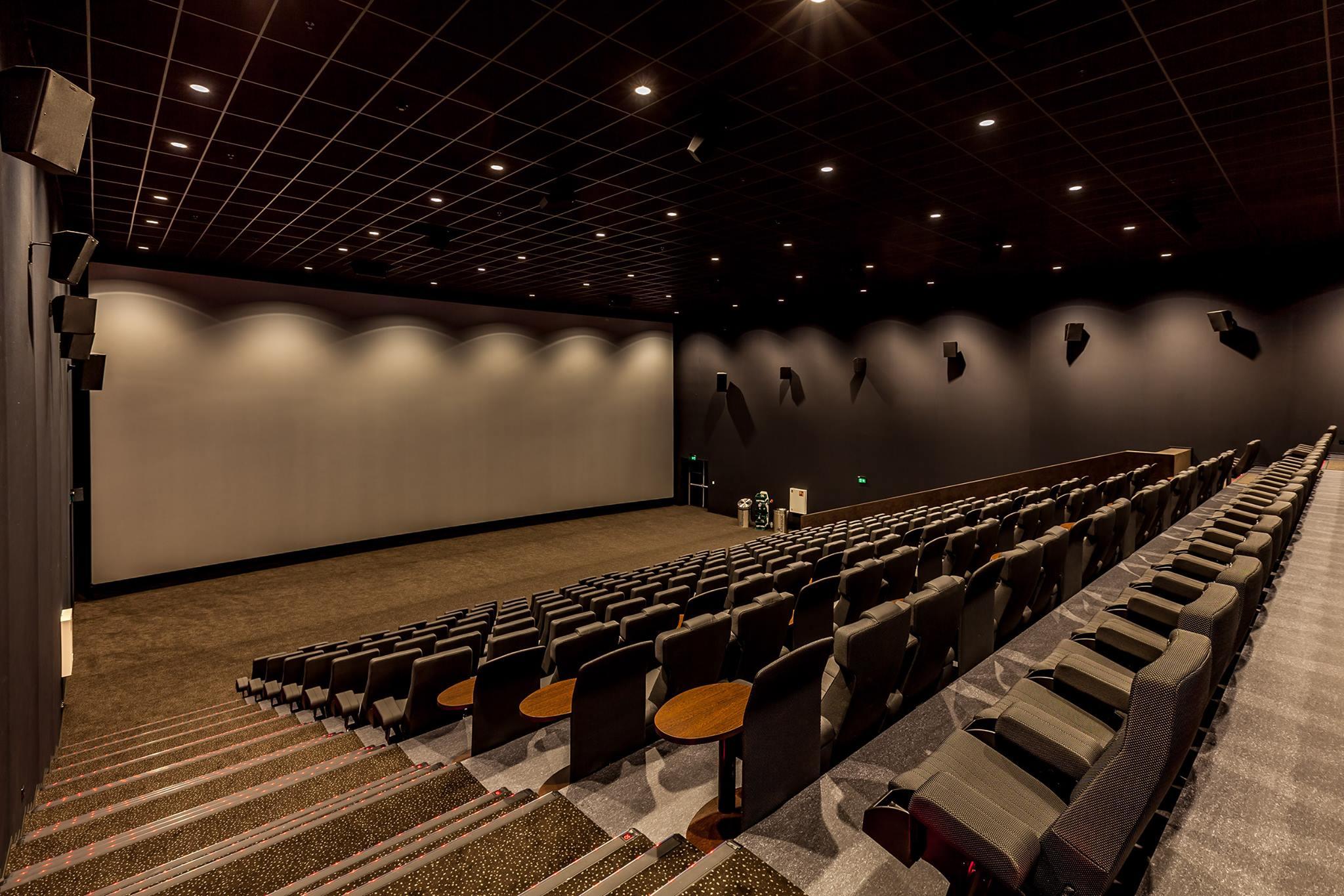 kinepolis haalt superhelden naar de bioscoop tijdens nachtelijke