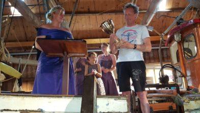 De garnalenkoningin en prijwinnaar Tjeerd Dussel.