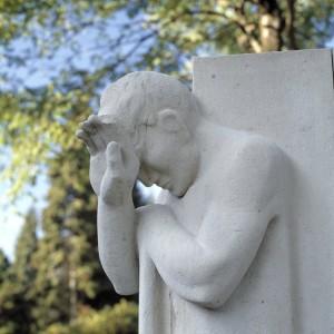 Detail_van_beeld_-_monument_ter_ere_van_de_oorlogsslachtoffers_-_Arnhem_-_20415214_-_RCE