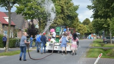 Feest in Oosteinde.