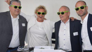 Vorig jaar waren Erben Wennemars, Henk Brink en Margriet Steenbergen te gast. Links wethouder Jan ten Kate.