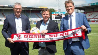 Gedeputeerde Henk Jumelet, Burgemeester Gemeente Emmen Eric van Oosterhout en Directeur FC Emmen Wim Beekman.