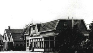 Oude café, laatstelijk De Vries.