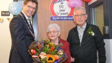 Bloemen voor het echtpaar De Roo.